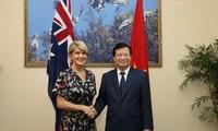 Deputi PM Trinh Dinh Dung menerima Menlu Australia Julie Bishop
