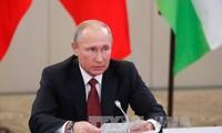 Presiden Rusia, Vladimir Putin menegaskan bahwa sanksi-sanksi terhadap Rusia akan berangsur-angsur dihapuskan