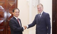 Konsultasi politik Viet Nam-Latvia