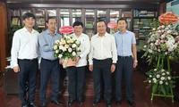 Banyak kementerian dan instansi datang mengucapkan selamat kepada VOV sehubungan dengan Hari Pers Revolusioner Vietnam
