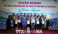 Memuji para pemuda etnis minoritas yang tipikal