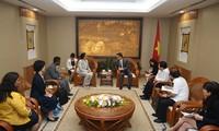 Deputi PM Vietnam, Vu Duc Dam menerima  Direktur Program Tuberkulosis global