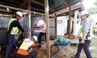 Bobolnya waduk hidrolistrik di Laos: Perusahaan SK E&C Republik Korea membangun rumah sementara untuk para warga