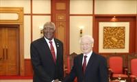 Pemimpin Partai, Negara dan MN Vietnam menerima Wakil Ketua Pertama Dewan Negara dan Dewan Menteri Kuba, Salbador Valdes Mesa
