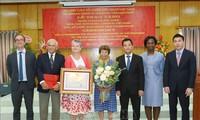 Terus membantu Vietnam mengurangi kemiskinan dan mengembangkan sosial-ekonomi