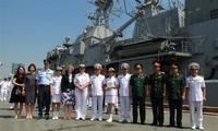 Delegasi perwira dan awak kapal Angkatan Laut Kerajaan Selandia Baru melakukan kunjungan persahabatan di Vietnam