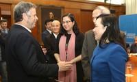 越南和阿根廷加强医疗卫生领域关系