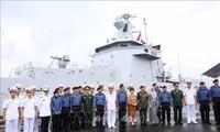 Rombongan perwira dan awak kapal Angkatan Laut Brunei Darussalam melakukan kunjungan kehormatan di Kota Da Nang