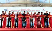 Peresmian Pabrik listrik tenaga surya yang pertama di Vietnam