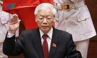 Pimpinan berbagai negara terus mengucapkan selamat kepada Sekjen KS PKV, Presiden Nguyen Phu Trong