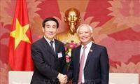 Wakil Ketua MN Vietnam, Uong Chu Luu menerima delegasi Komisi Undang-Undang Dasar dan Hukum, Permusyawaratan Politik Rakyat Nasional Tiongkok