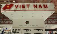 Vietnam berpartisipasi dalam pameran pertahanan di Indonesia
