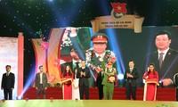Memberikan pujian kepada 10 pemuda tipikal  Ibukota Ha Noi tahun 2018