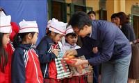 Menggembleng kebiasaan membaca buku dan kegairahan mencari tahu pengetahuan di kalangan kaum pelajar