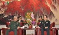 Deputi Menhan Viet Nam, Nguyen Chi Vinh bertemu dengan Menhan Tiongkok, Wei Fenghe