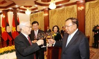 Selama-lamanya menjaga, memupuk dan mengembangkan hubungan khusus Viet Nam-Laos