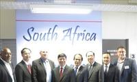 Vietnam dan Afrika Selatan menciptakan syarat yang kondusif kepada badan-badan usaha dua negara untuk mendorong kerjasama dan investasi