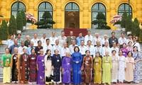 Wapres Viet Nam, Dang Thi Ngoc Thinh menerima delegasi orang-orang yang berjasa dari Provinsi Vinh Long