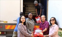 Komunitas orang Vietnam di Afrika Selatan membantu Zimbabwe mengatasi akibat supra taupan Idai