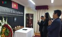 Upacara menziarahi dan membuka buku perkabungan mantan Presiden Le Duc Anh di Cile dan Tanzania