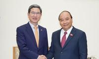PM Nguyen Xuan Phuc menerima Ketua Kelompok Legislator Persahabatan Republik Korea – Vietnam, Kim Hack Yong