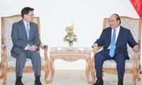 PM Nguyen Xuan Phuc menerima Gubernur Bank Sentral Thailand, Veerathai Santiprabhob