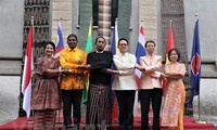 Memperingati HUT ke-52 Berdirinya ASEAN di semua negara