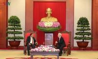 Sekjen, Presiden Vietnam, Nguyen Phu Trong menerima Sekjen, Presiden Laos, Bounnhang Vorachith