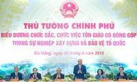 PM Nguyen Xuan Phuc menemui dan memuji para pemuka agama yang memberikan sumbangan yang tipikal