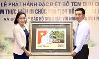 """Meluncurkan kumpulan perangko """"50 tahun pelaksanaan Testamen Presiden Ho Chi Minh (1969-2019)"""""""