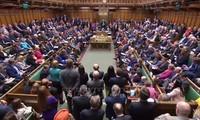 """Parlemen Inggris mengesahkan RUU mencegah """"Brexit keras"""""""