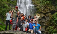 Delegasi wartawan internasional terkesan dengan kunjungan survei pariwisata di Provinsi Nghe An