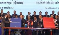 Tonggak baru di atas jalan membangun secara sempurna satu garis perbatasan darat Vietnam-Kamboja yang damai, bersahabat, bekerjasama dan berkembang
