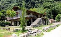 Rumah panggung dari warga etnis minoritas Tay di desa Khuoi Ky, Provinsi Cao Bang