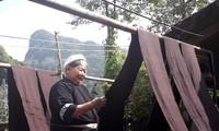 Busana tradisional dari warga etnis minoritas Nung