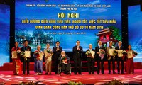 "Membangun dan mengembangkan Ibukota Ha Noi melalui gerakan ""Orang baik dan pekerjaan baik"""