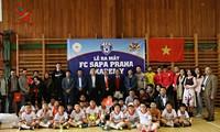 Membentuk Akademi sepak bola orang Vietnam yang pertama di Republik Czech