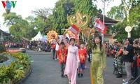 Vietnam menyosialisasikan pariwisata dalam Festival Jalanan  Denpasar di Indonesia