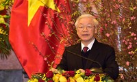 Sekjen, Presiden Nguyen Phu Trong mengucapkan selamat Hari Raya Tet kepada para pemimpin dan mantan pemimpin Partai Komunis dan Negara