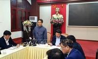 Deputi PM Vu Duc Dam memeriksa pekerjaan mencegah dan menanggulangi wabah radang pernapasan akut akibat virus Corona di Provinsi Quang Ninh