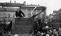 V.I.Lenin – Ideologist agung, pemimpin jenius dari kelas buruh, pekerja dan bangsa-bangsa yang tertindas di seluruh dunia