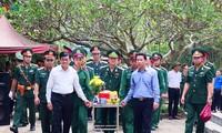 Mantan Presiden Truong Tan Sang menghadiri upacara belasungkawa para martir di Provinsi Ha Giang