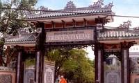 Biara Van Hanh di Kota Da Lat – tempat yang menyimpan lukisan-lukisan dari  batu