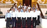 PM Nguyen Xuan Phuc melakukan sidang kerja dengan pimpinan teras Provinsi Ben Tre