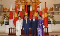 Mengembangkan lebih lanjut lagi hubungan kemitraan strategis yang intensif dan ekstensif antara Jepang dan Vietnam