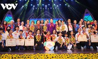 Ketua MN Vietnam, Nguyen Thi Kim Ngan menghadiri  Upacara memuji Anak-Anak Baik  Paman Ho