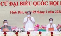Ketua MN Vuong Dinh Hue Hadir  Kontak dengan Para Pemilih di Kota Hai Phong