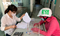 Kota Da Nang Memberi Bantuan Senilai 100 Miiar VND kepada Obyek-Obyek yang Menjumpai Kesulitan Akibat Pandemi