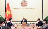 Pers Rumania Angkat Pembicaraan Telepon antara Presiden Vietnam Nguyen Xuan Phuc dan Presiden Rumania Klaus Iohannis
