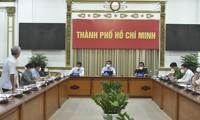 Deputi PM Vu Duc Dam Minta Agar Secepat Mungkin Bawakan Paket Bantuan Kepada Warga di Asrama-Asrama